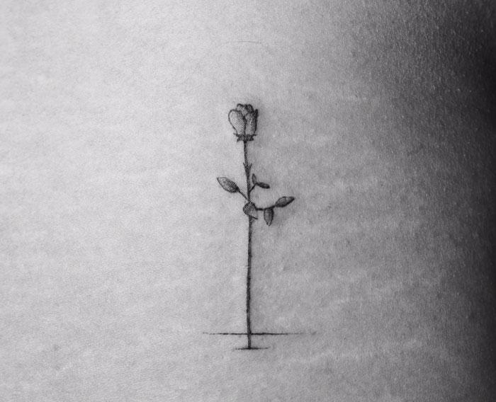 tatuajes de una rosa que se marchita
