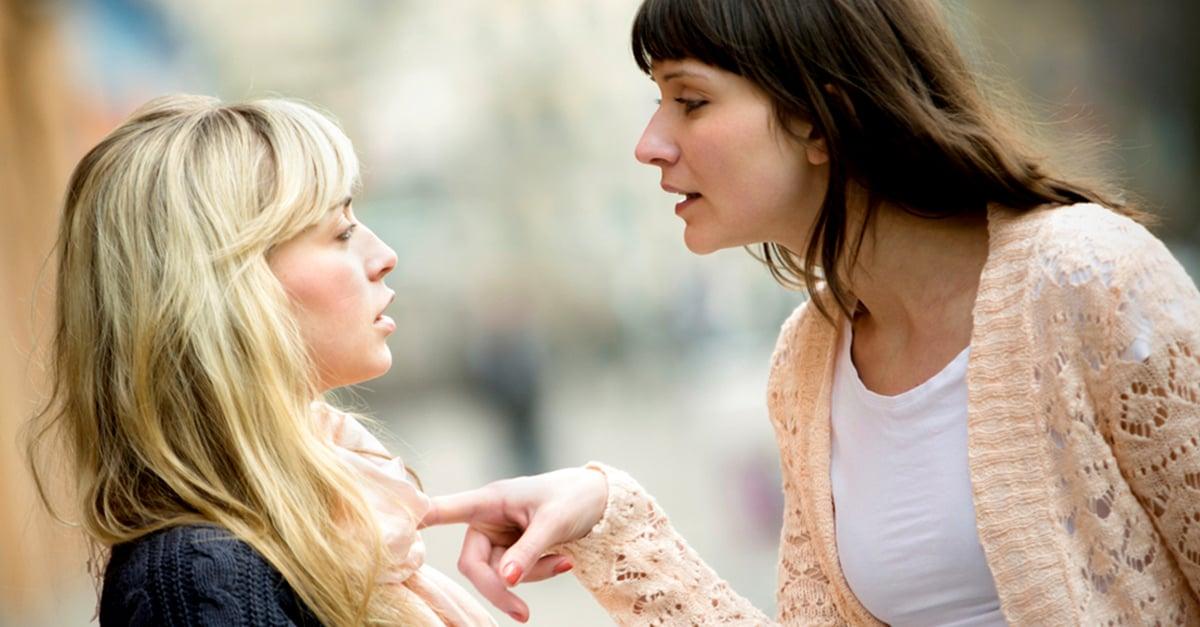 Discute con su mejor amiga por haber vuelto con el ex que la engañó; la deja sin dientes