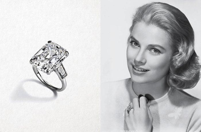Grace Kelly mostrando su anillo de compromiso, un diamante cuadrado