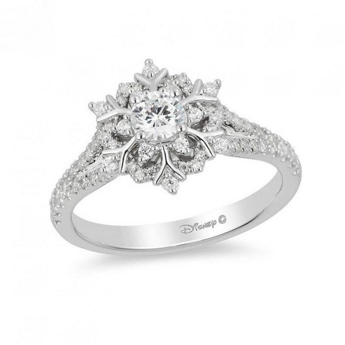 Anillo de compromiso inspirado en la princesa Elsa de la línea Disney Enchanted Fine Jewelry