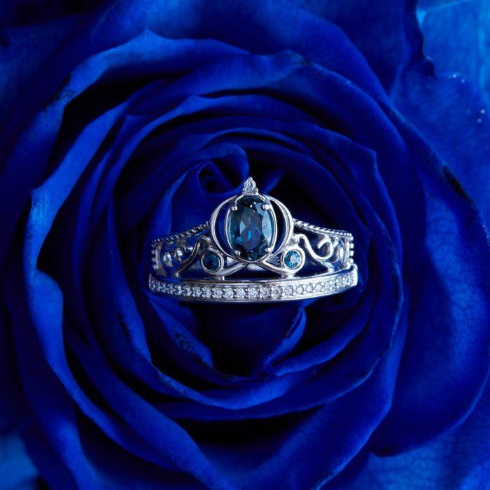 Anillo de compromiso inspirado en las princesas de Disney de la línea Disney Enchanted Fine Jewerly