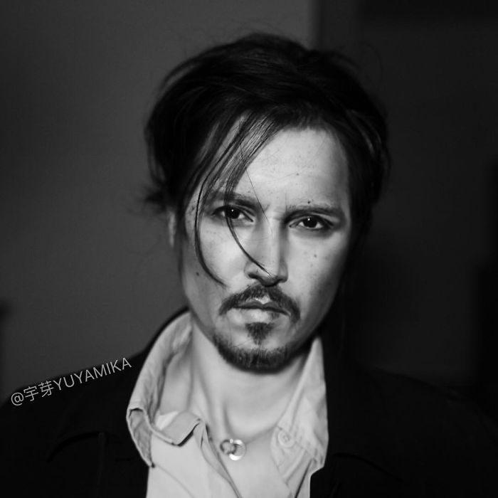 chica disfrazada como Johnny Depp