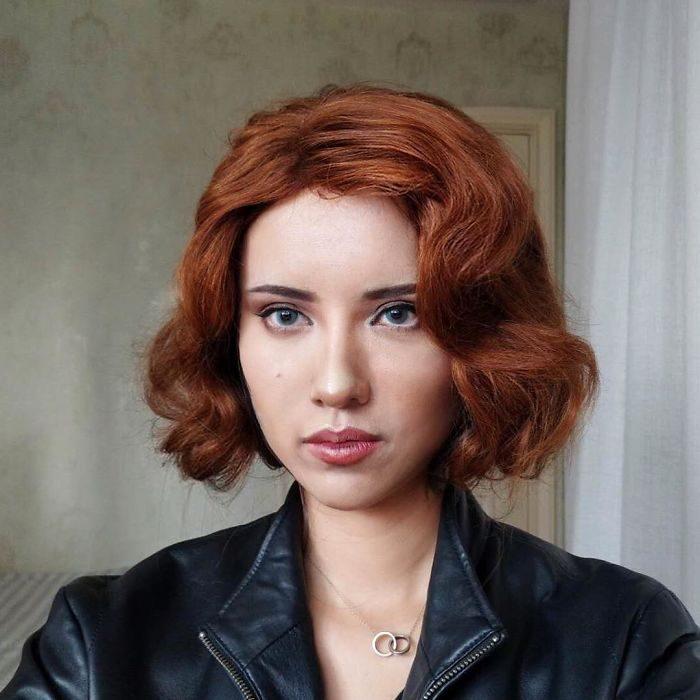 chica con cabello corto y pelirrojo