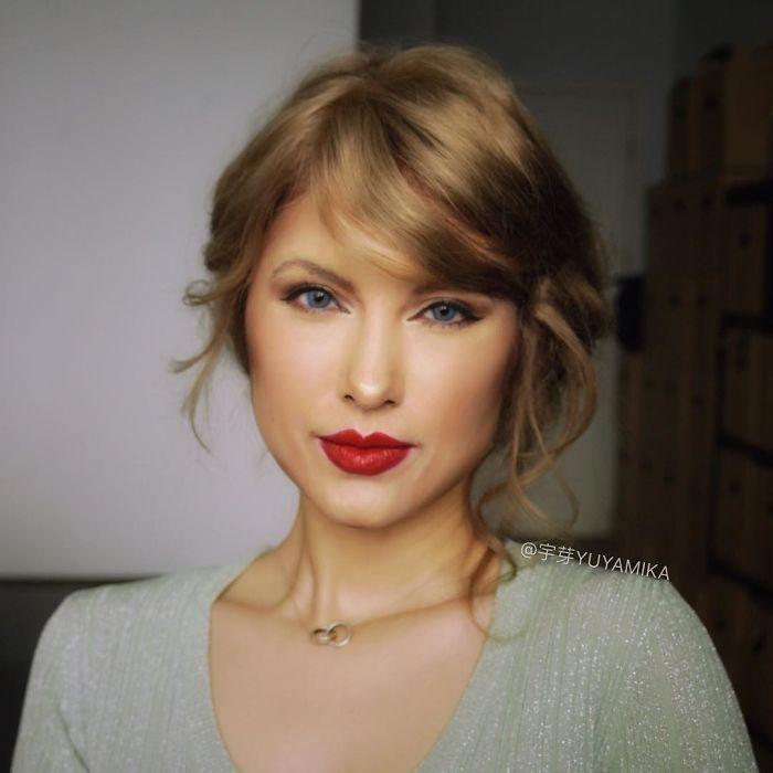 chica vestida como Taylor Swift