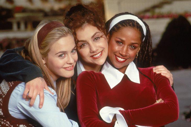 Elenco de la película Clueless, Alicia Silverstone, Brittany Murphy se abrazan