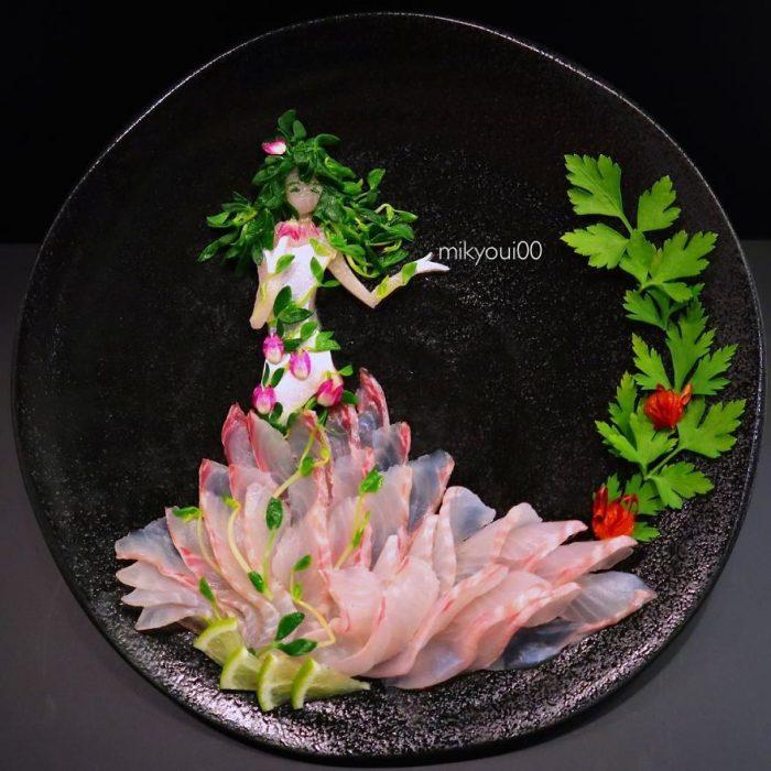 cuadro hecho con pescado y tomate