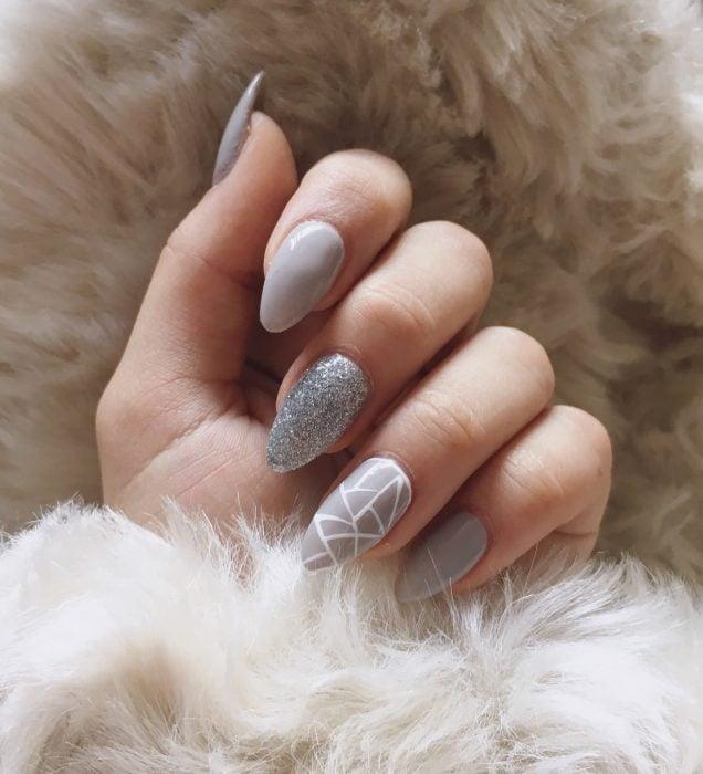 Diseños de uñas grises