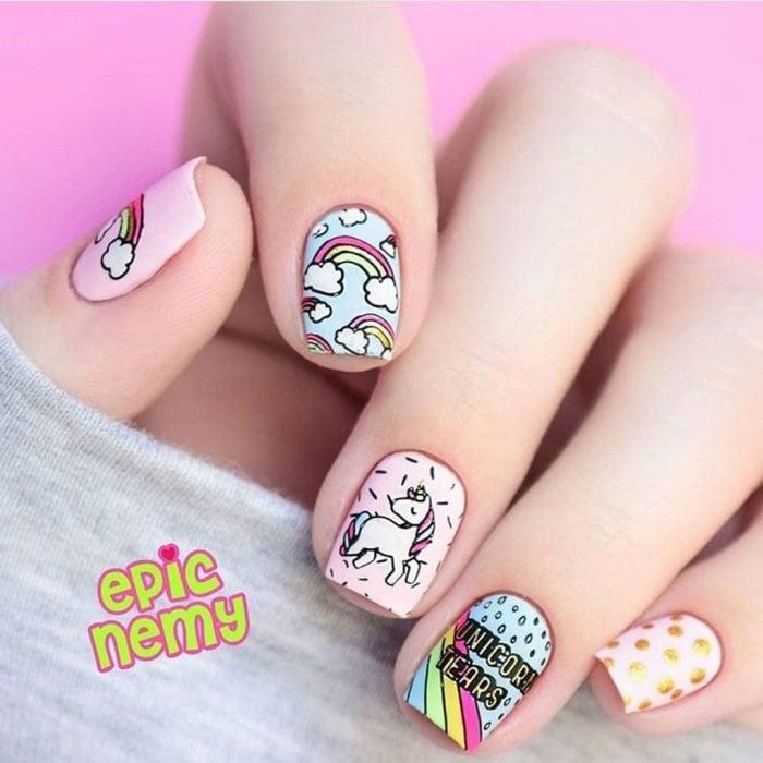 Diseños de uñas kawaii de unicornio