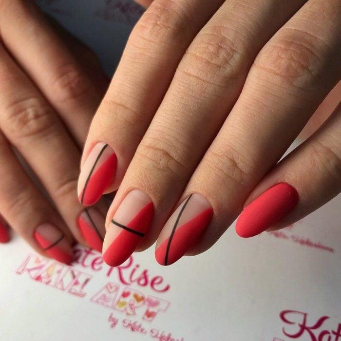 Diseños de uñas de varios colores