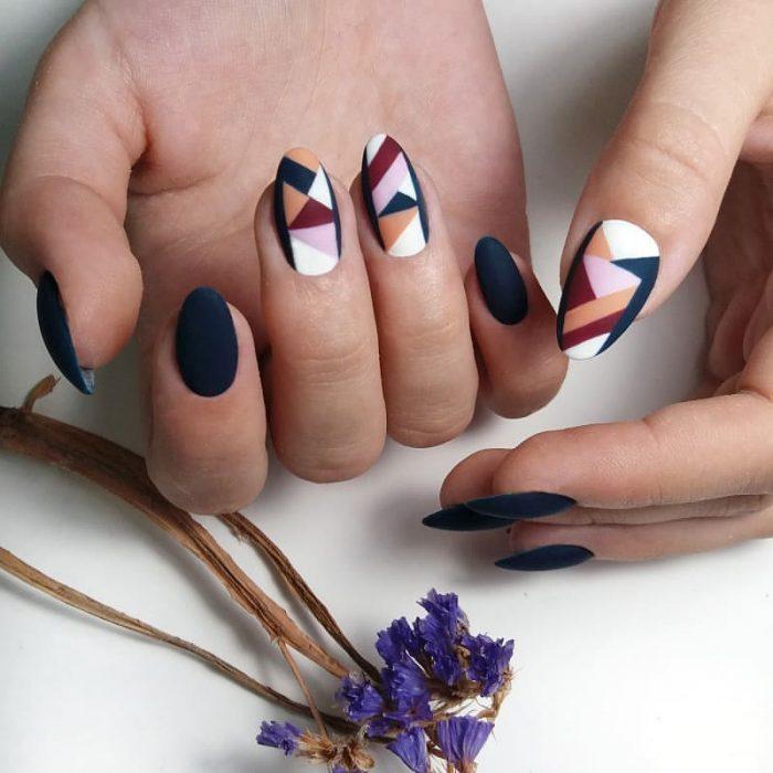 Diseños de uñas geométricas