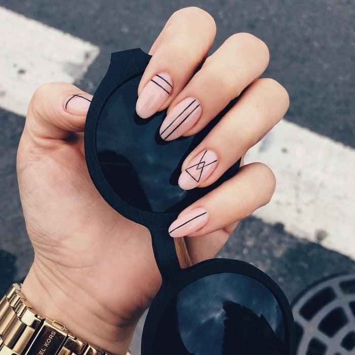 Diseños de uñas con líneas