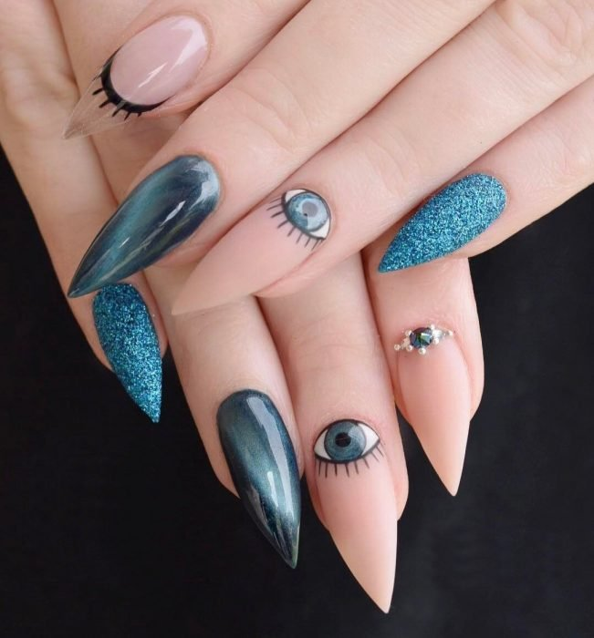 Diseños de uñas con ojos