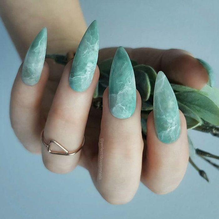 uñas en estilo mármol
