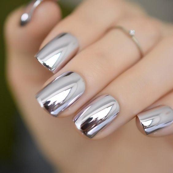 uñas con diseño espejo