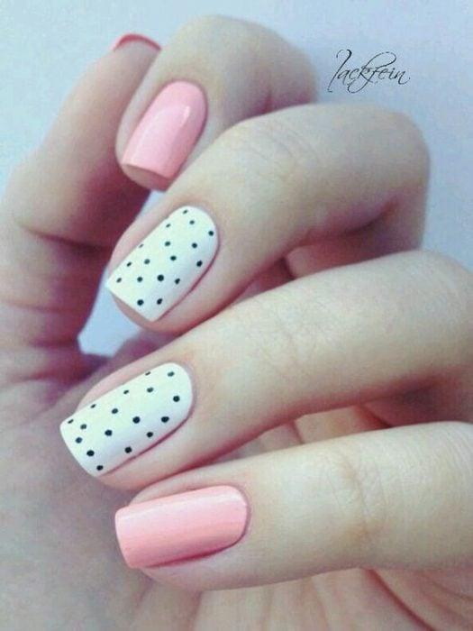 uñas con diseño de puntos
