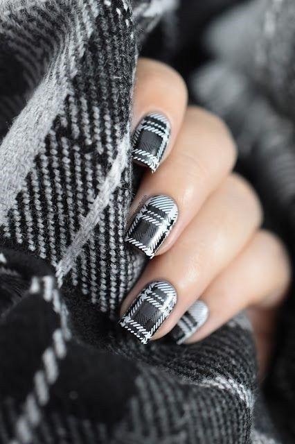 uñas con diseño de cuadros