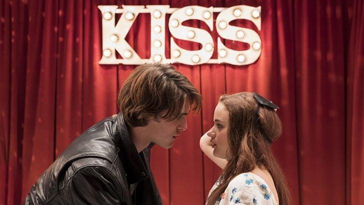 El actor Jacob Elordi y la actriz Joey King dentro de la película El Stand de los Besos