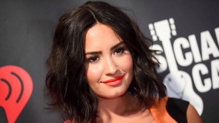 Demi Lovato en la alfombra roja de música