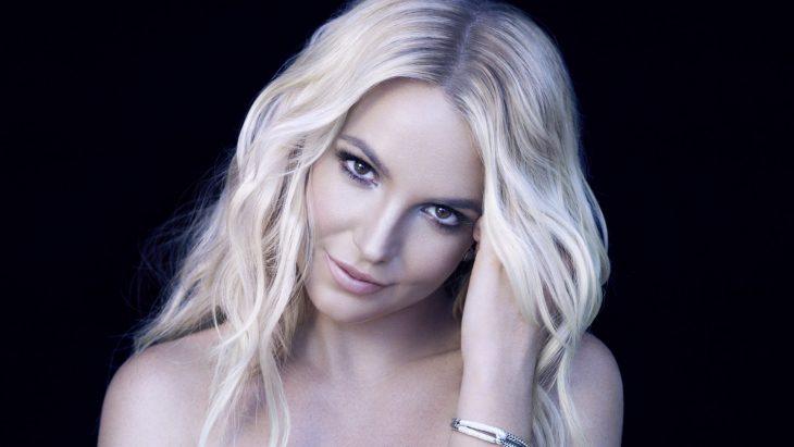 Britney Spears posando para una sesión fotográfica