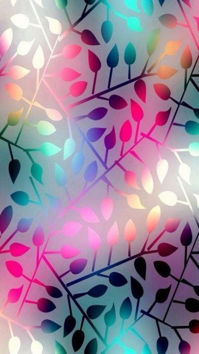 Fondo de pantalla de celular con hojas de árbol en colores rosas, verdes y morados