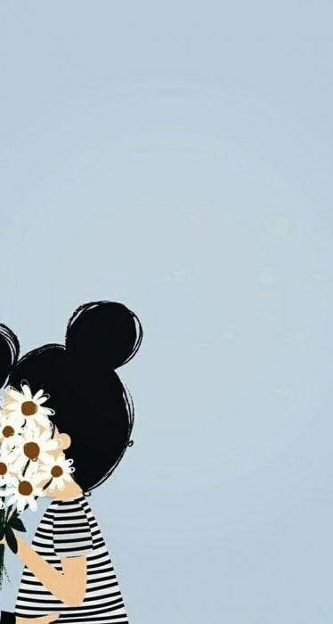 Fondo de pantalla para el celular con chica de blusa de rayas con un chongo y flores tapándole el rostro