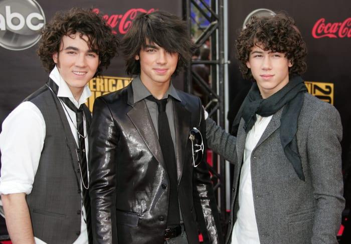 chicos con peinados extravagantes