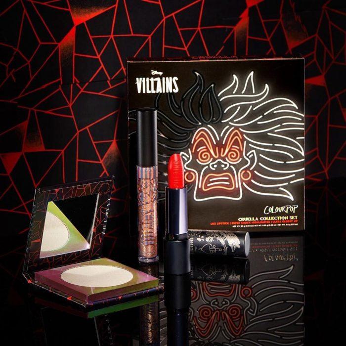 Set de maquillaje, de labial, lip gloss, paleta de sombras y rubor del personaje Cruela de Vil de Disney