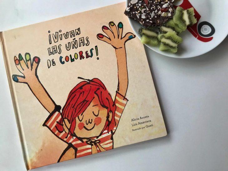 portada del libro para niños Vivan las uñas de colores