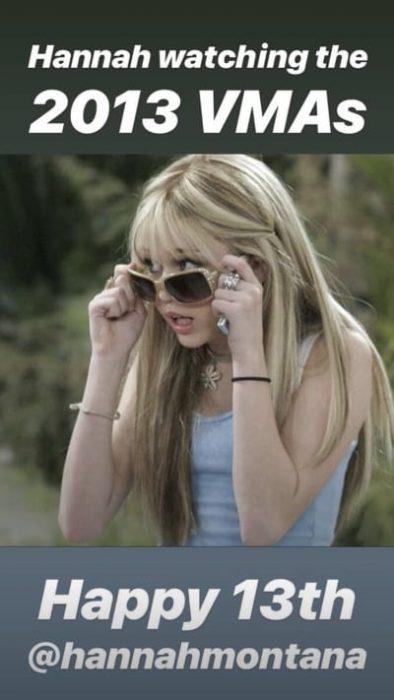 Chica quitandosé las gafas de sol y haciendo gesto de preocupación
