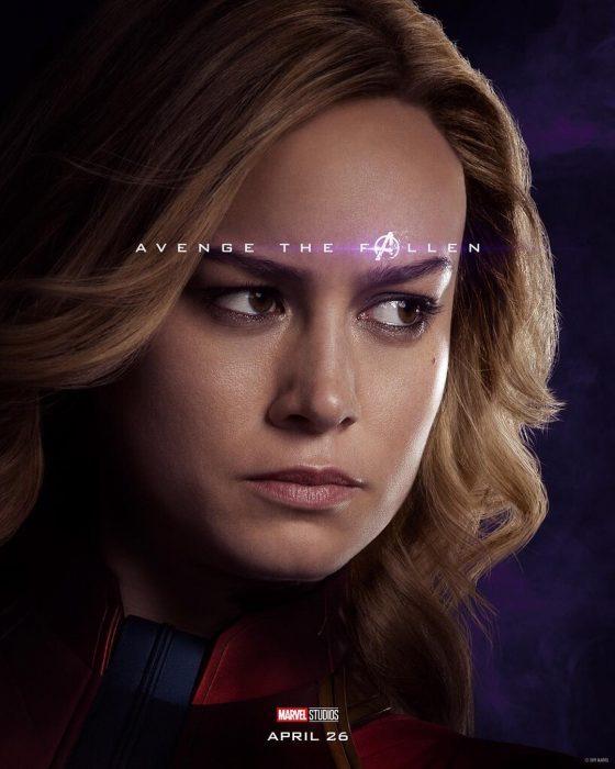 Chica con cabello rubio, posando de perfil hacia el lado derecho, Captain Marvel, Brie Larson, Póster oficial de la película Avengers: Endgame