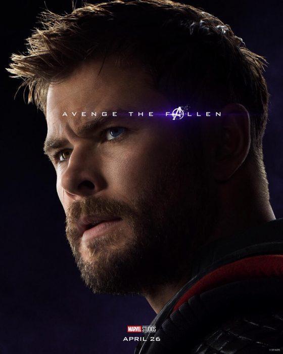 Hombre con barba abultada, mirando sobre su hombre, Thor, Chris Hemsworth, Póster oficial de la película Avengers: Endgame