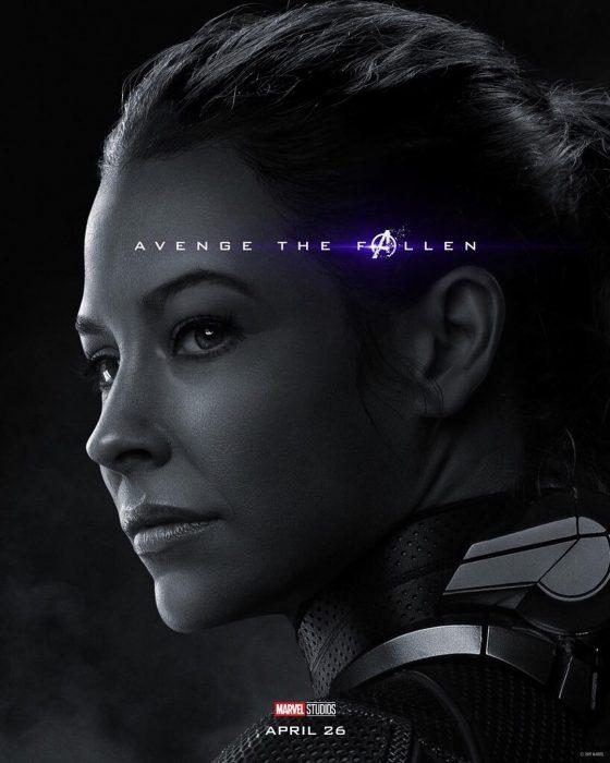 Chica mirando de reojo, molesta, The Wasp, Evangeline Lilly, Póster oficial de la película Avengers Endgame