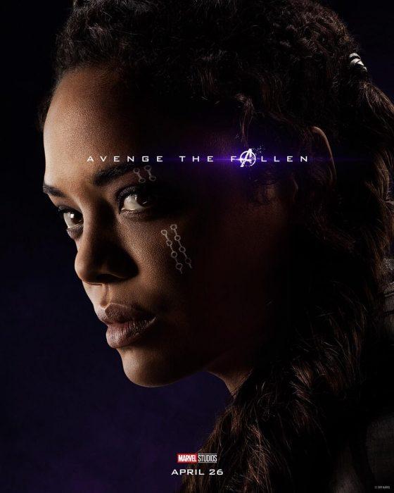 Chica con maquillaje blanco en la mejilla, posando de perfil, Valquiria, Tessa Thompson, Póster oficial de la película Avengers Endgame