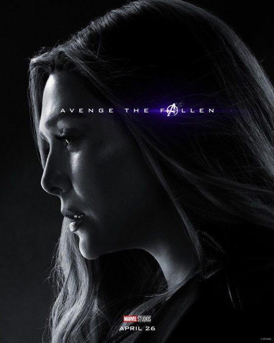 Mujer de cabello largo, mirando al piso, triste, Scarlet Witch, Elizabeth Olsen, Póster oficial de la película Avengers Endgame