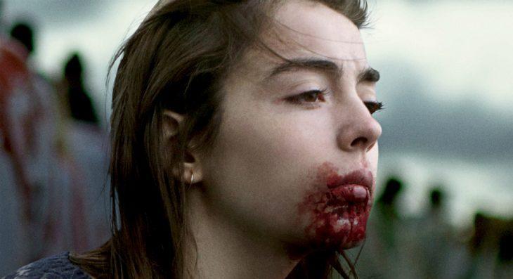 Escena con la actriz Garance Marilier con sangre en su boca en la cinta de Voraz