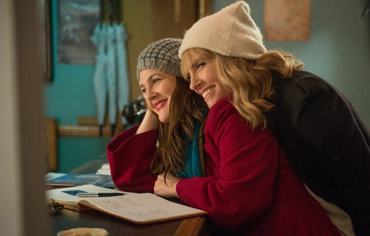 Escena con las actrices Toni Collete y Drew Barrymore abarazdas en la cinta Ya te extraño