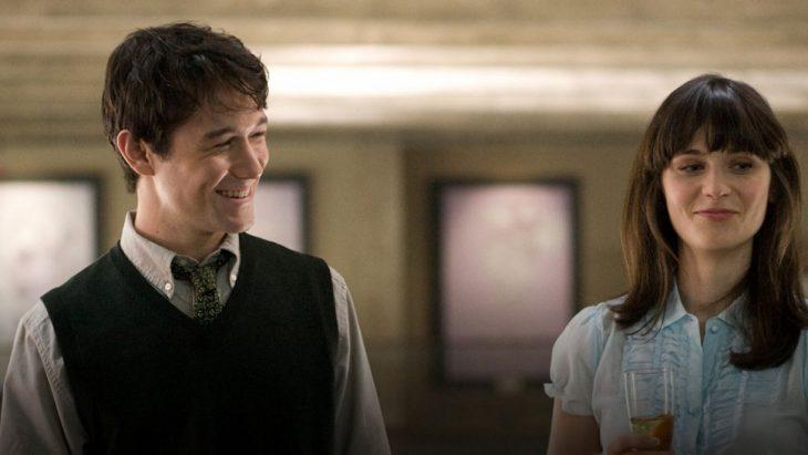 Joseph Gordon-Levitt Zooey Deschanel película 500 days with Summer - pareja joven riendo