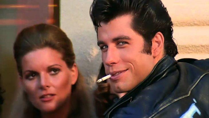 El actor John Travolta interpretando al personaje de Danny Zuko para la cinta Vaselina