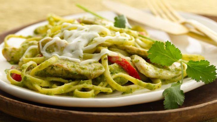 Espagueti verde poblano con crema