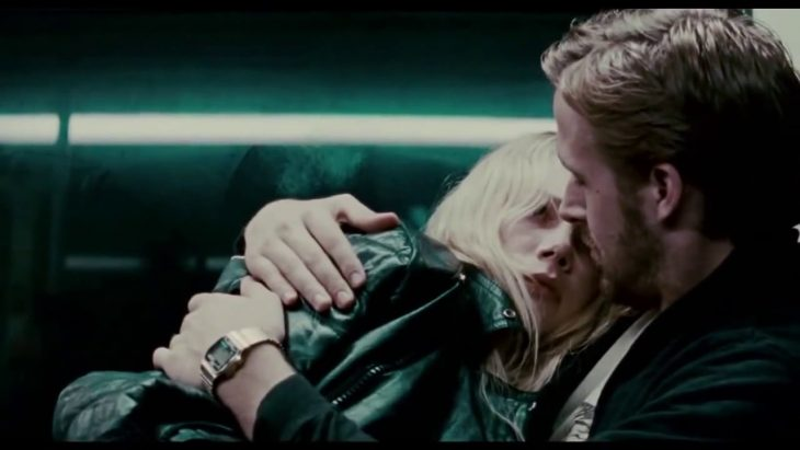 Ryan goslyn abrazando a Michelle Williams para la cinta Blue Valentine