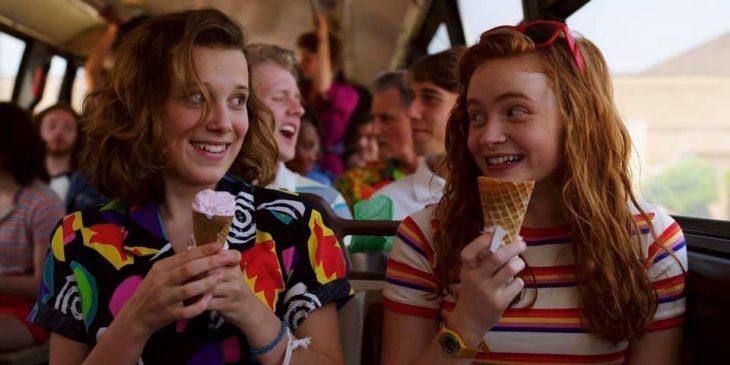 chicas comiendo helado