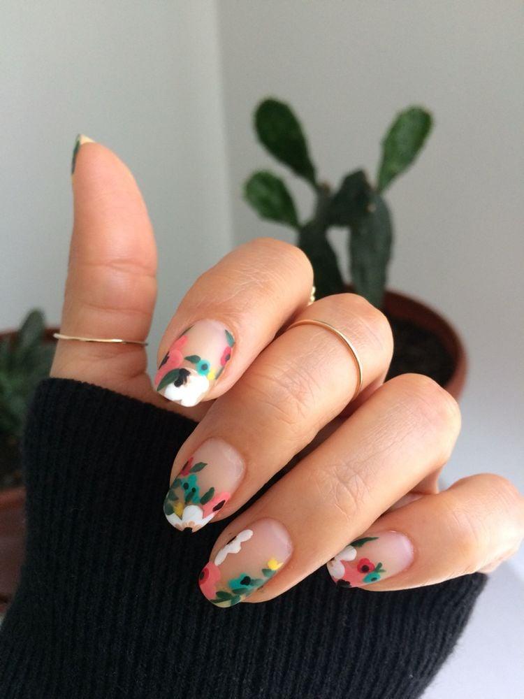 Diseños florales de uñas para chicas que aman la primavera