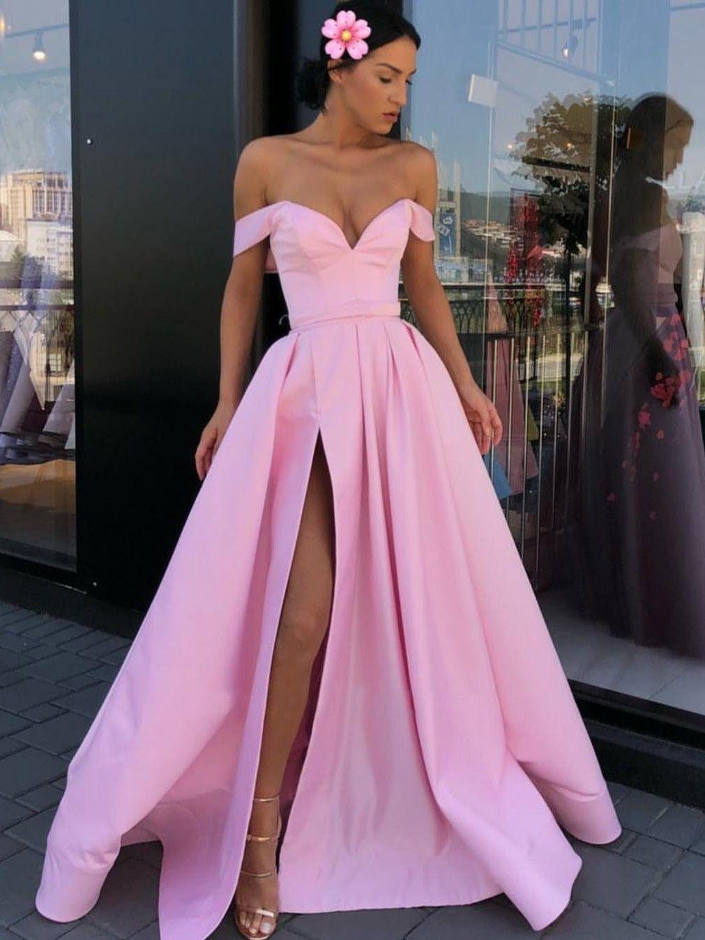 3e2f727ee Chica modelando un vestido de fiesta corte princesa de color rosa