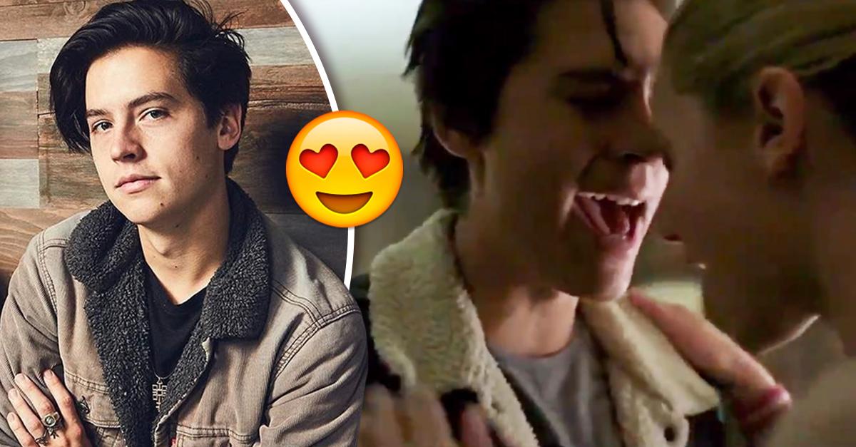 Cole Sprouse canta en 'Riverdale' y todos se están volviendo locos
