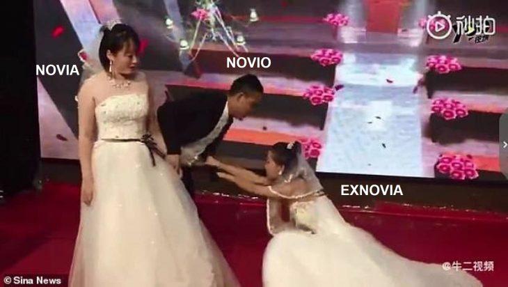 Exnovia vestida de blanco interrumpe boda de su exnovio en China frente a la prometida