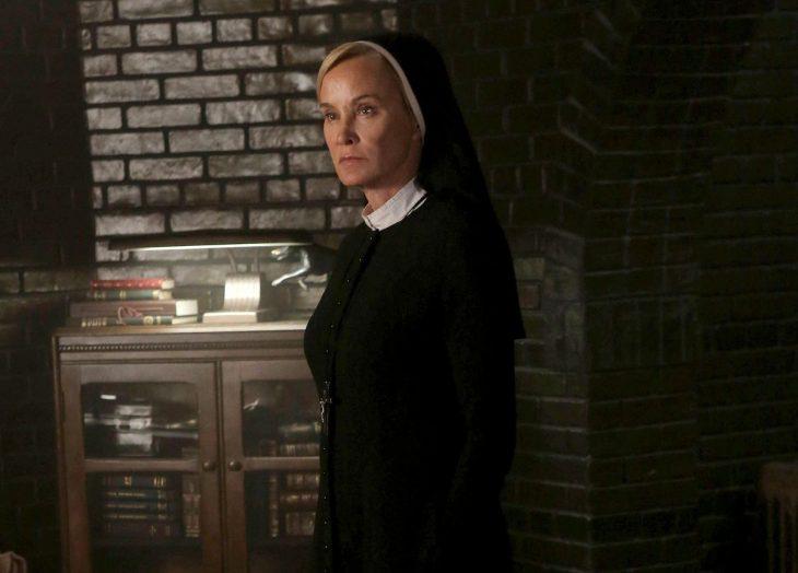 La actriz Jessica Lange interpretando a la Hermana Jude Martin en American Horror Story