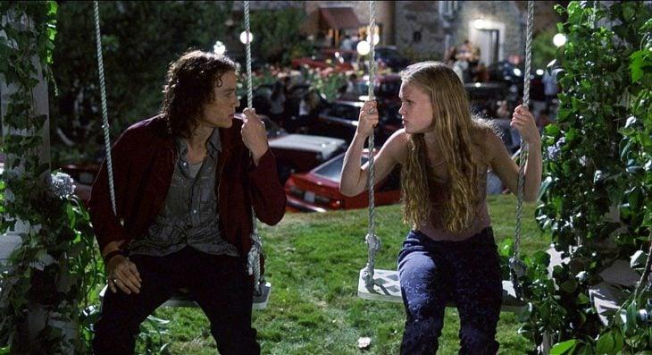 El actor Heath Ledger y la actriz Julia Stiles en la cinta 10 Cosas que Odio de Ti