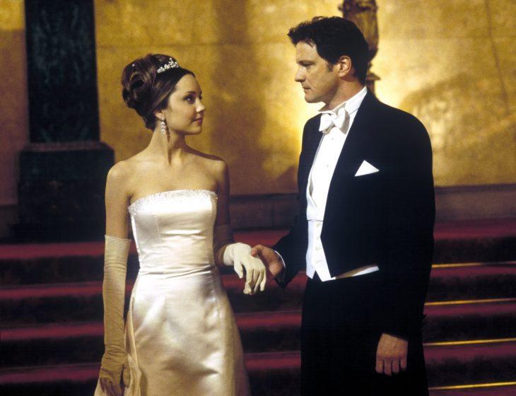 La actriz Amanda Bynes junto al actor Colin Firth en la cinta Lo que una chica quiere