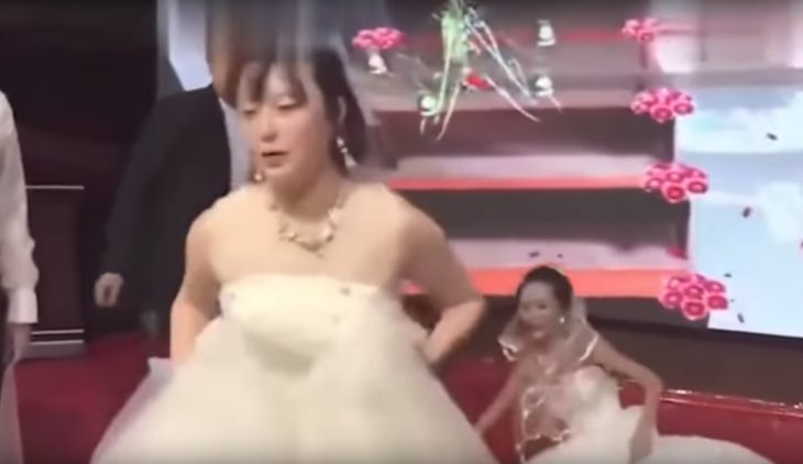 Novia se va de su propia boda después de que exnovia de su prometido apareciera vestida de blanco para pedirle que regrese