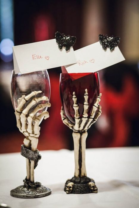 Pair of cups for husbands in the shape of a skull filled with red saw for a wedding with biker style